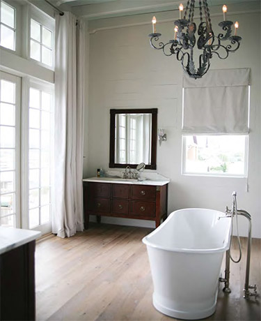 coastal-beach-house-bathroom