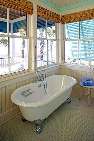 coastal-style-vacation-home-bathroom