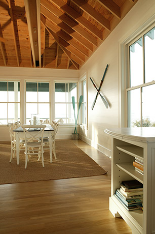 coastal-style-vacation-home-dining-room-area