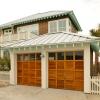 coastal-style-vacation-home-garage