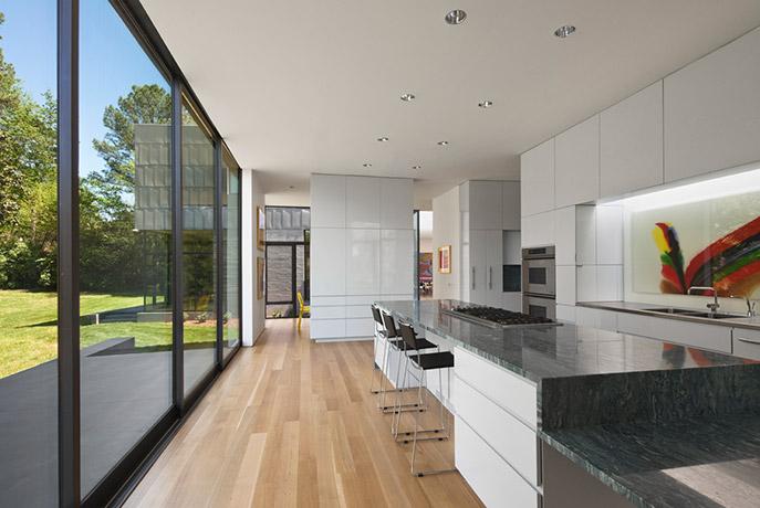 comfortable-modern-home-kitchen