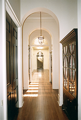louisiana-southern-plantation-hallway