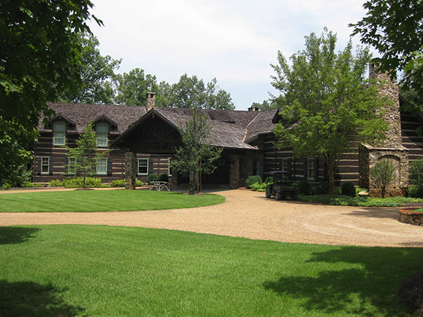 rustic-hunting-lodge-exterior